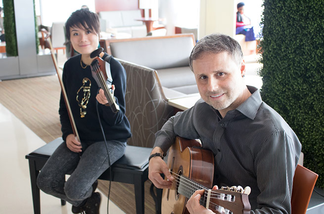 Musicians Chihsuan Yang and Carlo Basile performing for patients