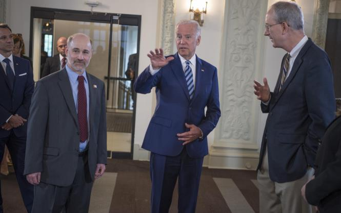 Vice President Joe Biden talks with Prof. Robert Grossman, MD, Department of Medicine and the College and Senior Fellow with the Computation Institute, and Louis M. Staudt, MD, PhD, with the NCI, as they launch the NCI Genomic Data Commons (GDC), a system designed and developed by the Center for Data Intensive Science at the University of Chicago and presented Monday, June 6, 2016, at their office in the Shoreland in Chicago.  (Photo by Robert Kozloff)