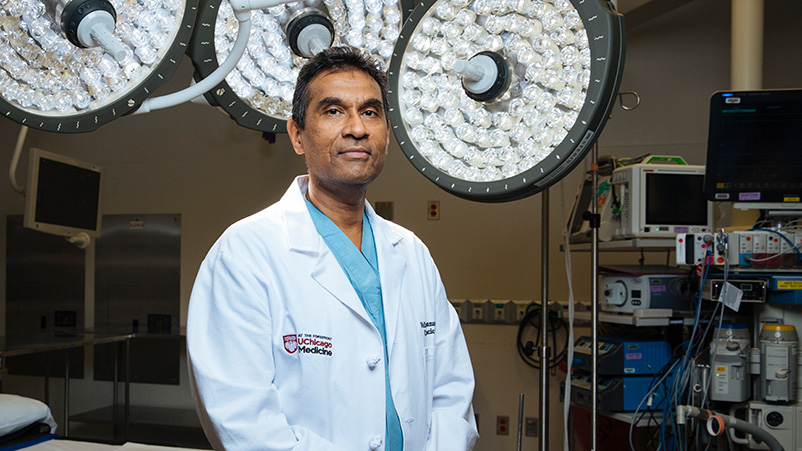 Dr. Valluvan Jeevanandam, one of the best heart surgeons in the Chicago area.