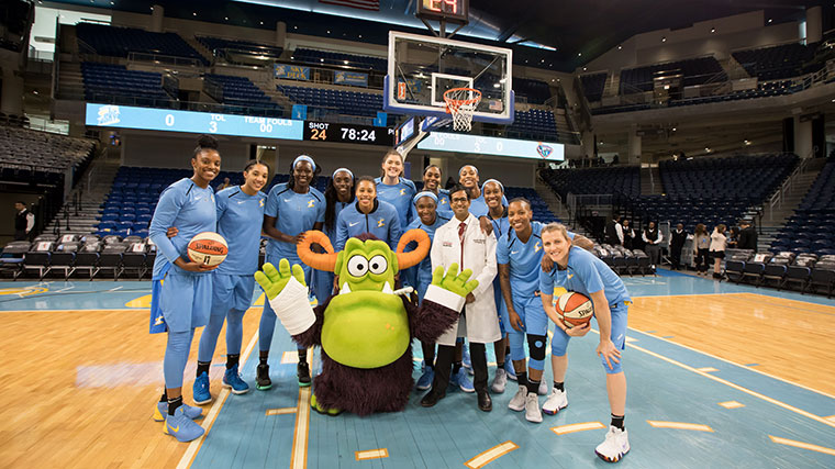 Remoc and the Chicago Sky team on the basketball court